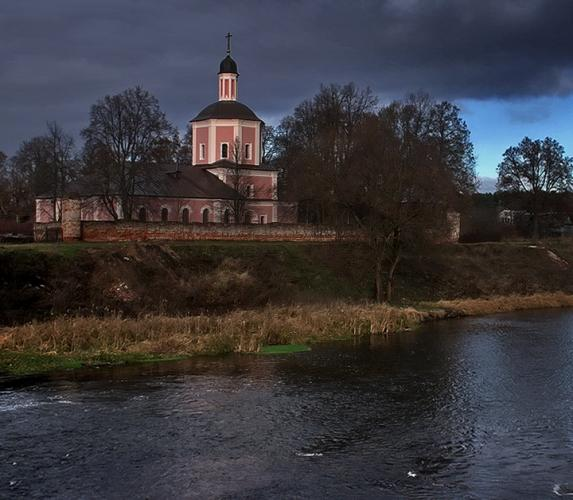 Прикрепленное изображение: Церковь с мостика.jpg