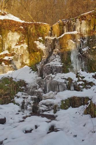 Прикрепленное изображение: Ручей в скале.jpg