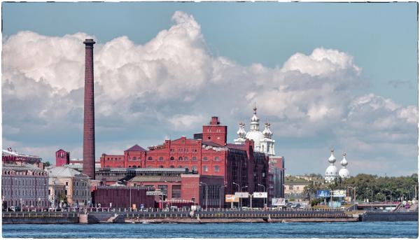 Прикрепленное изображение: город в красное.jpg