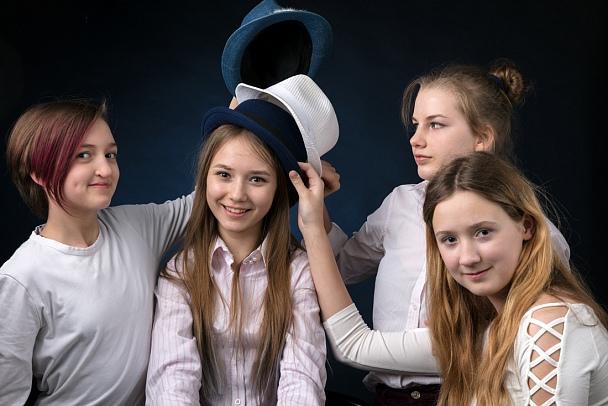 Прикрепленное изображение: С-подружками-и-шляпами-1100-.jpg