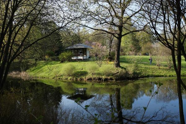 Прикрепленное изображение: Беседка в японском саду.jpg